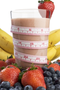 smoothie_surrounded_by_fruit_and_wrapped_with_a_tape_measure