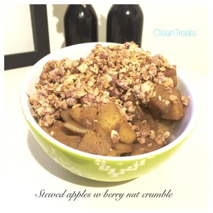 Stewed apples w berry oat crumble(1)