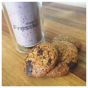 Fressko Smoothie and Chocolate Chip Biscuits
